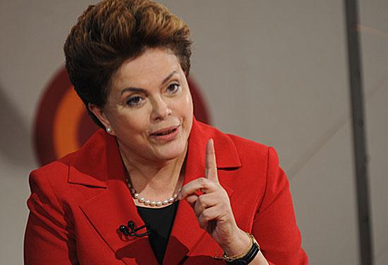 Oposición en Brasil pone a Rousseff en duda por virtual negocio fraudulento