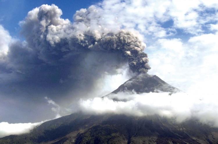 Ecuador permanece alerta ante actividad sísmica en volcán Tungurahua