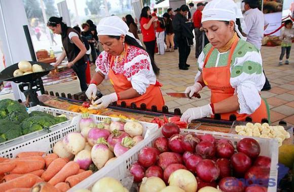 Ecuador reduce desigualdad y eleva índice de desarrollo humano