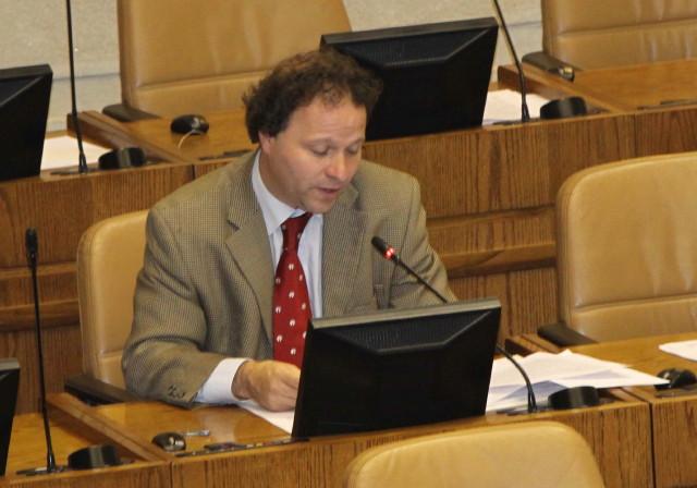 Parlamentario PS dijo que Director del INJUV debiera poner su cargo a disposición