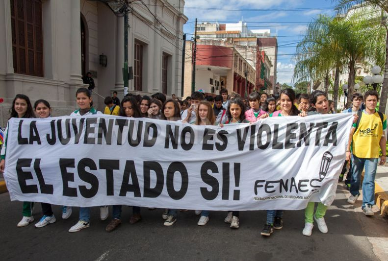 Estudiantes paraguayos demandan educación gratuita y de calidad
