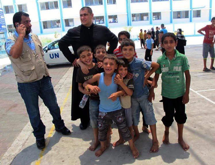 El cura mendocino en Gaza pide solidaridad