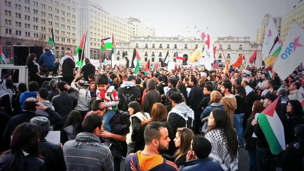 Masiva marcha pide al gobierno de Bachelet romper relaciones con Israel