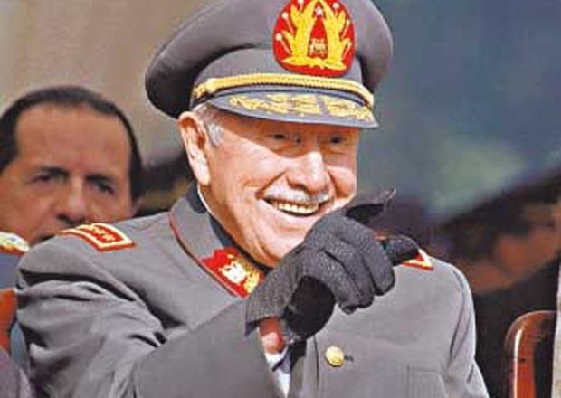 Piden a Ministerio de Defensa explicar existencia de medalla Augusto Pinochet en Escuela Militar