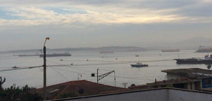 Buque derrama 2000 litros de petróleo en el mar, en la Bahía de Quintero.
