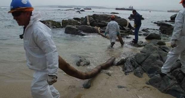 Derrame de petróleo en Quintero agrava crisis de la pesca artesanal