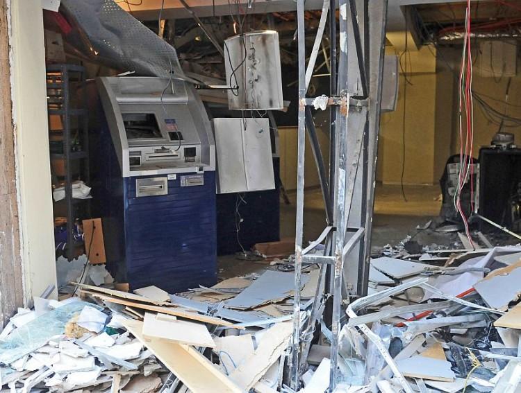 Multarán a los bancos que no aseguren los cajeros automáticos para evitar robos