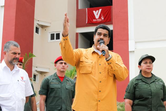 Maduro anuncia cierre de frontera con Colombia tras ataque paramilitar