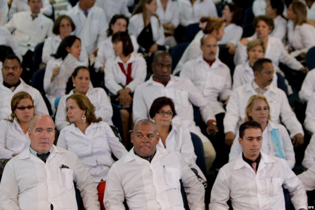 Cuba envía 461 médicos a África para combatir el ébola