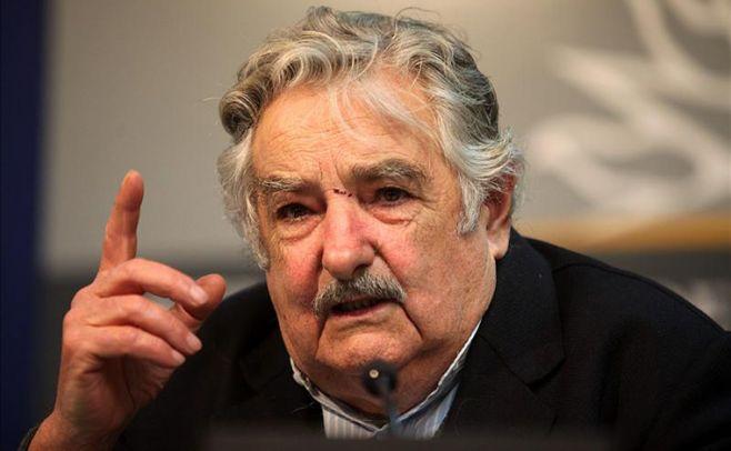 Mujica ordenó recortar publicidad de empresas públicas a partir del lunes