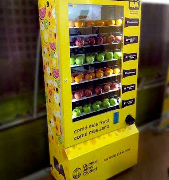 Instalan en Buenos Aires máquinas expendedoras de frutas