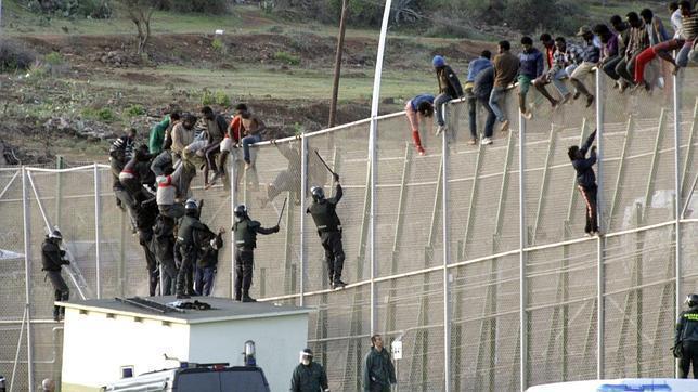 Vídeo muestra brutalidad de policías españoles contra inmigrantes en Melilla