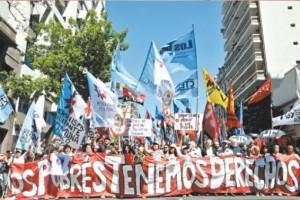 Pueblo argentino marcha contra la violencia institucional