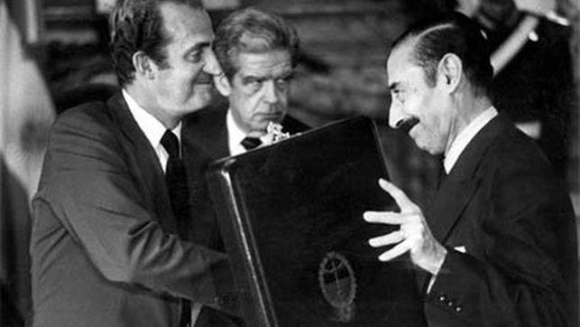 El Rey Juan Carlos, banqueros y políticos españoles financiaron la dictadura de Videla