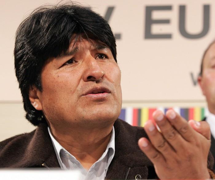 Morales reglamenta ley de violencia de género