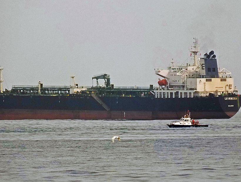 Levantan arraigo a buque involucrado en derrame de Quintero