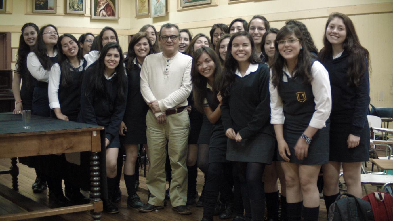 Ganador del Premio Manuel Rojas 2014 dialoga con alumnas del Liceo Javiera Carrera