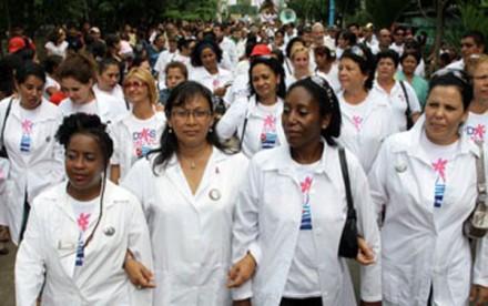 Nuevo gesto de Cuba con África por el ébola es aplaudido en Estados Unidos