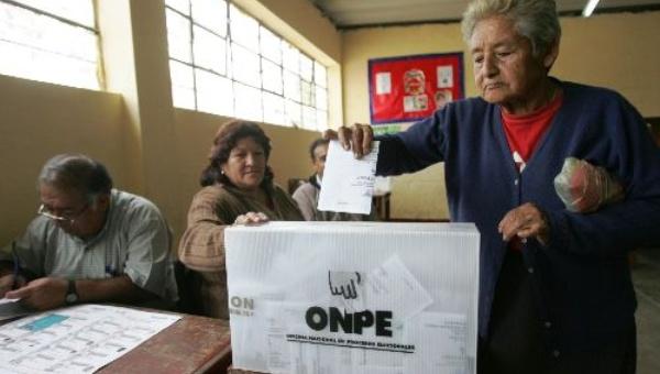 Peruanos eligen hoy a sus gobiernos regionales y municipales