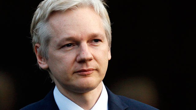 Fiscalía de Suecia viajará a Londres para interrogar a Assange