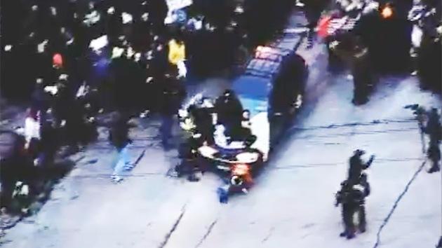 Imágenes dramáticas en EE.UU.: Un vehículo embiste deliberadamente a manifestantes en Minneapolis