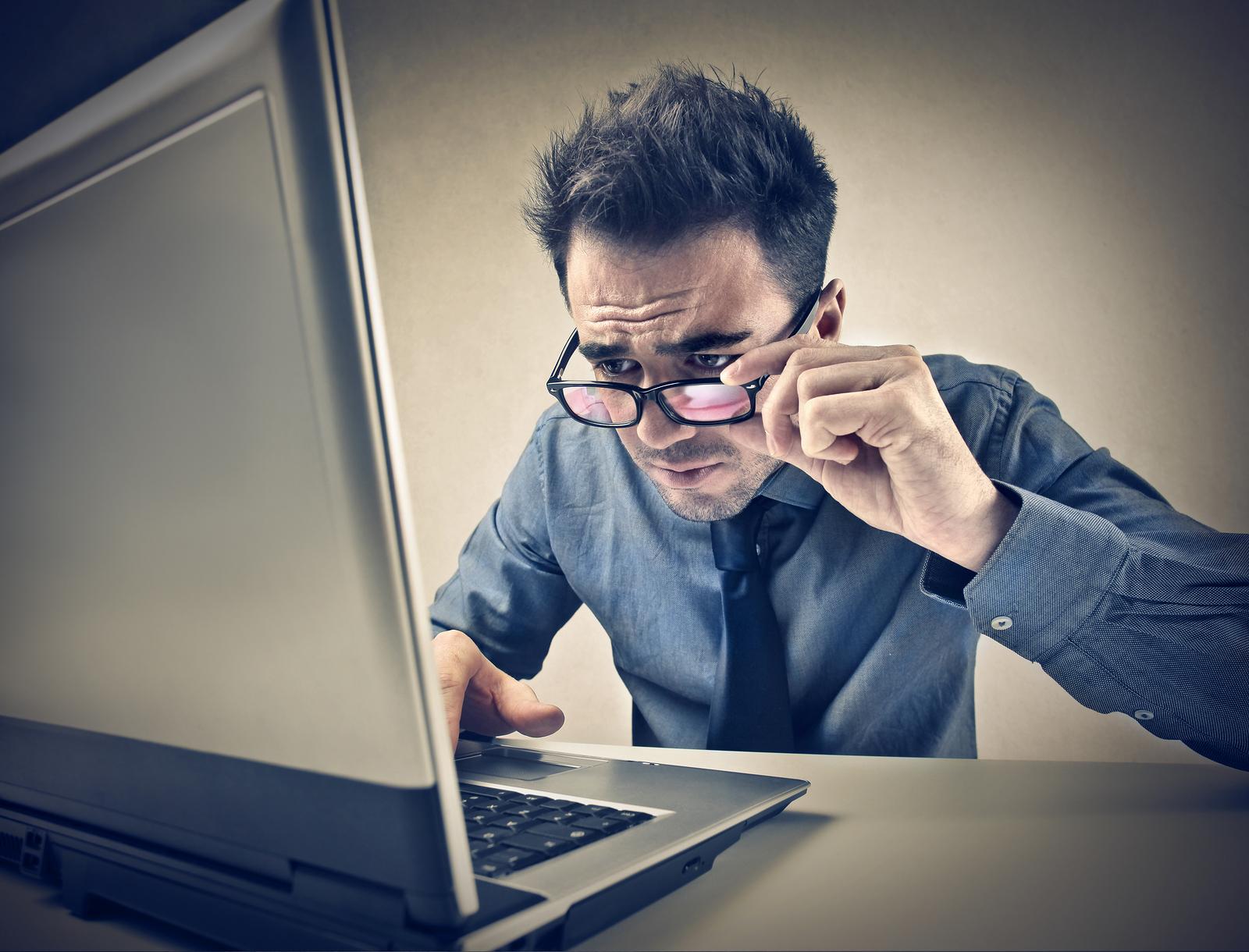 ¿Pasas muchas horas frente a la computadora? Toma precauciones para cuidar la vista