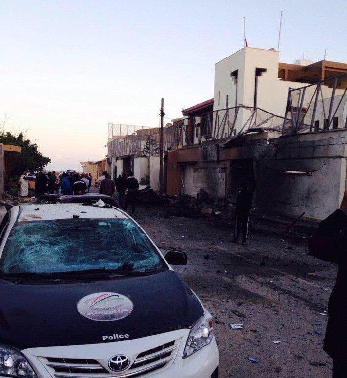 Explotan dos coche bombas en la capital de Libia