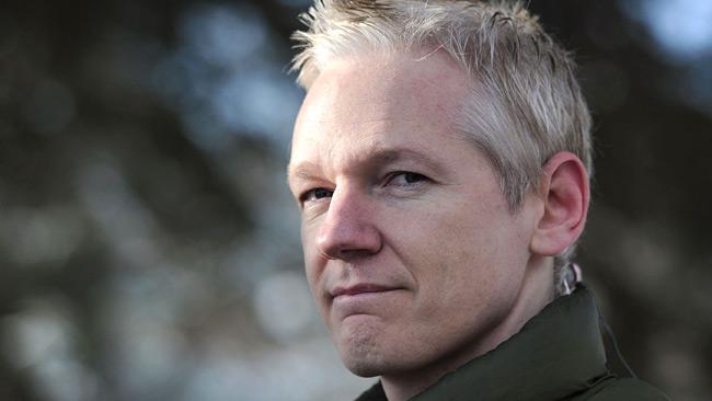 Ecuador seguirá protegiendo a Julian Assange