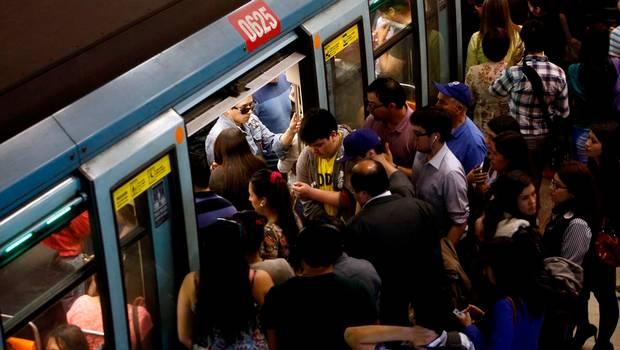 Fallas en el Metro de Santiago, Cibermonday y Paro Docente