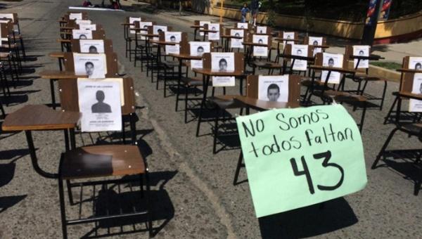 Indignación por la desaparición de 43 normalistas no cesa