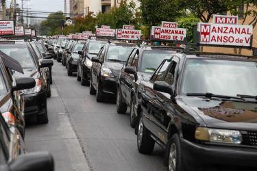 Colectiveros protestan en caravana y no descartan nuevas movilizaciones
