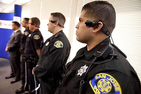 Obama quiere poner cámaras portátiles en uniformes de los policías