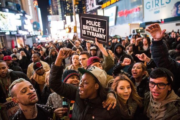 Marchas siguen en EEUU: otro caso letal de un hombre afroamericano que murió en manos de la policía