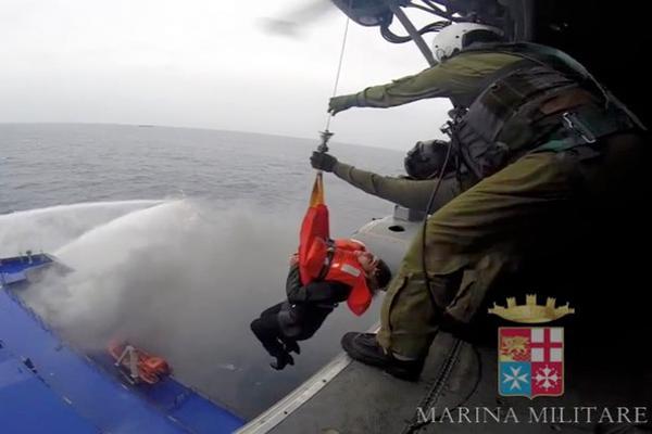 478 pasajeros quedaron atrapados a bordo de un ferry en llamas de procedencia italiana