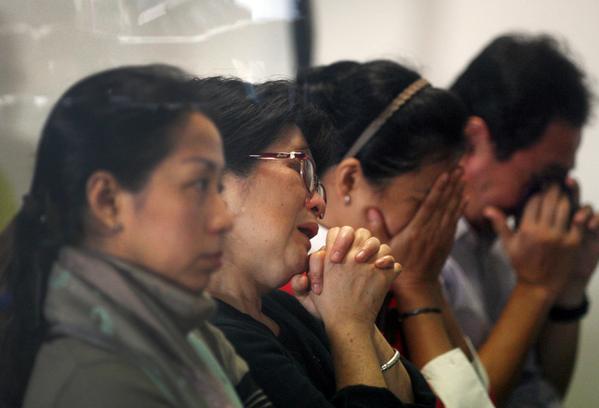 Avión malasio desaparece con 162 pasajeros a bordo: las autoridades señalan que el vuelo probablemente se encuentre en el fondo del océano
