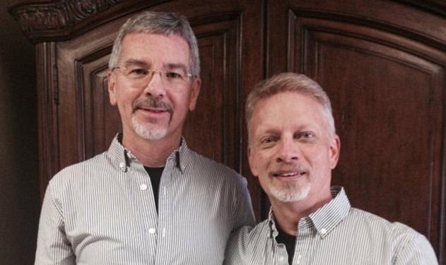 Las vueltas de la vida: Pastor que promovía la cura para la homosexualidad contrae matrimonio con un hombre