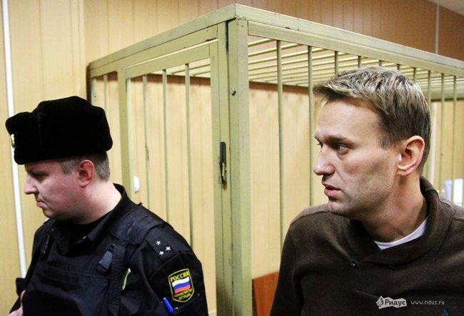 Condenan al activista ruso Alexei Navalny a libertad condicional