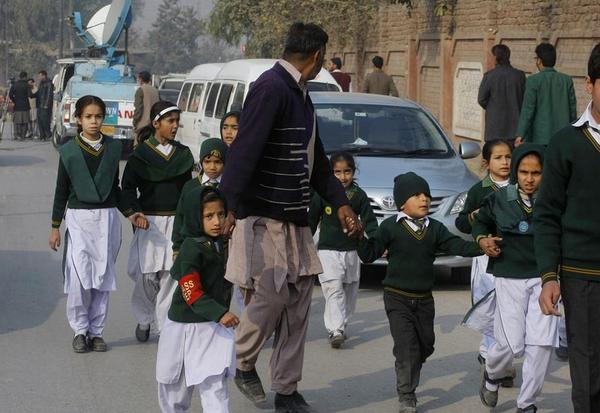 Masacre escolar en Pakistán: más de 100 personas fallecidas, entre ellas 80 niños