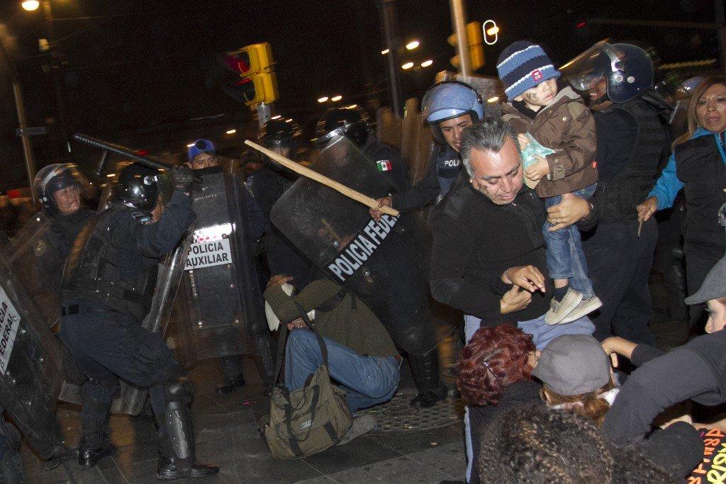 La policía ya no hace su trabajo, de Ayotzinapa a Ferguson, Missouri