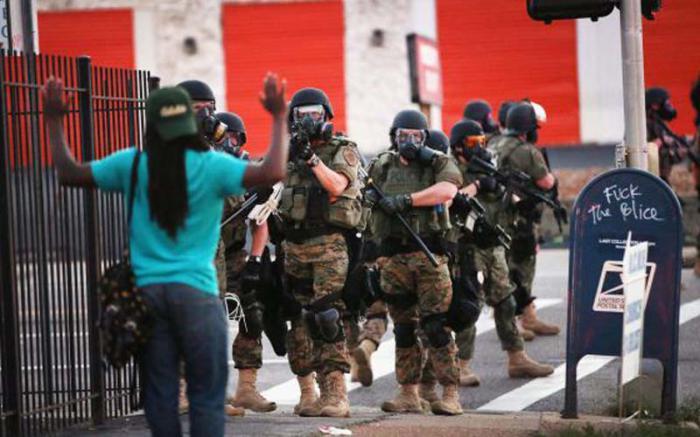 Policía de EEUU ha asesinado a 14 adolescentes desde agosto 2014