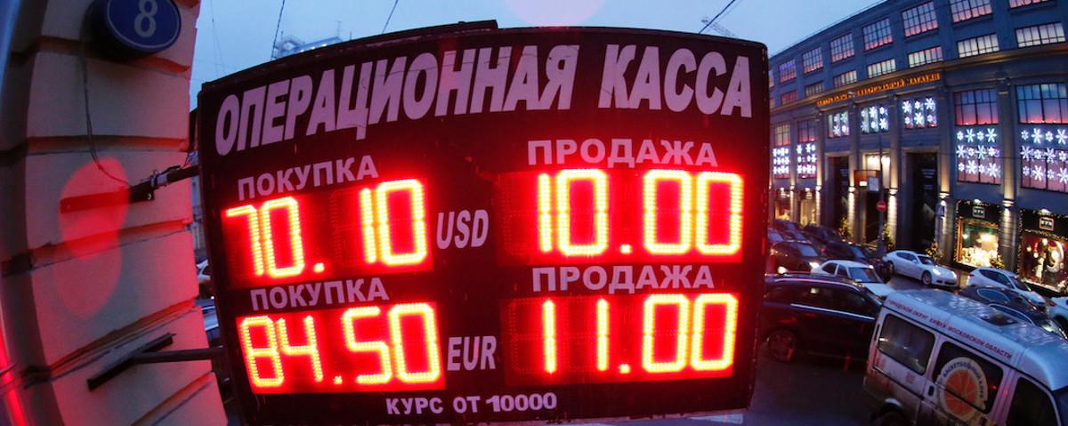 Rusia llevará a cabo un rescate bancario debido a la crisis monetaria, mientras que los bajos precios para las compras navideñas se acaban