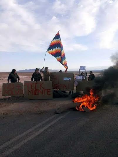 Indígenas se toman carretera y bloquean paso a Minera TECK
