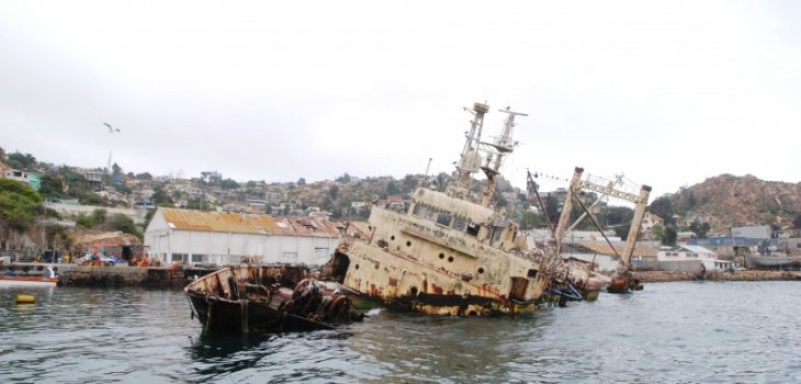 Coquimbo: Siguen diligencias por buque varado con petróleo en la Bahía