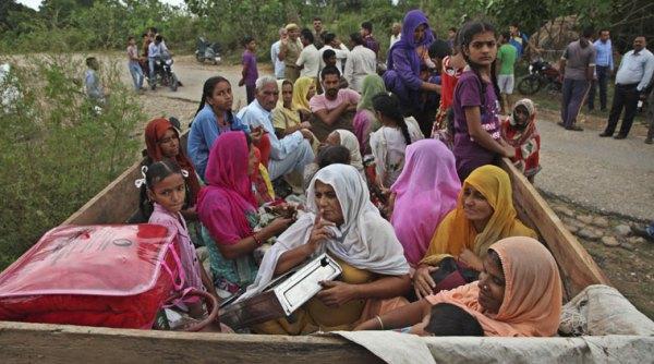 Miles de civiles huyen en el norte de India: se intensifica el conflicto sobre Cachemira