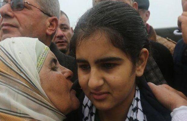 Liberan a la niña palestina más joven de una cárcel israelí