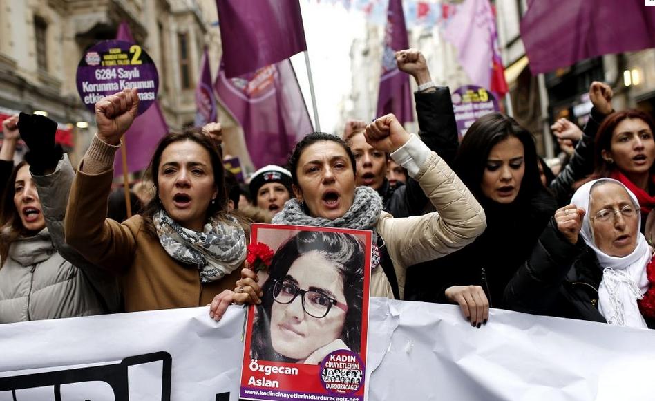 Turquía protesta tras el asesinato de una joven que se resistió a una violación