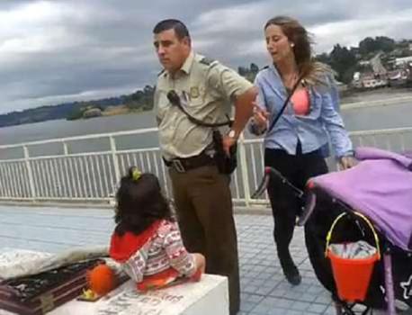 Detención de artesana y abandono de su hija de dos años abre debate sobre el criterio policial