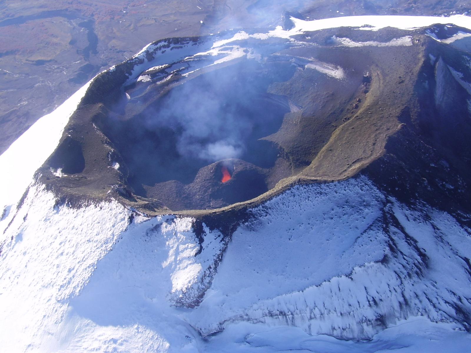 Confirmado: Volcán Villarrica en alerta amarilla por actividad sísmica