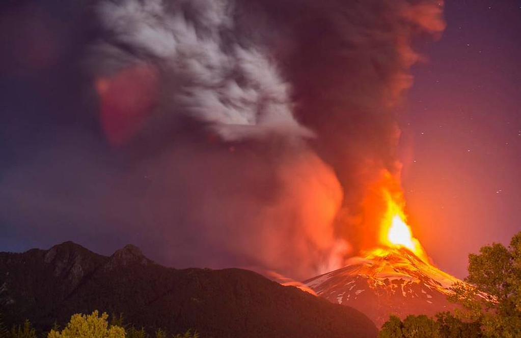 Onemi mantiene alerta roja tras erupción del Volcán Villarrica