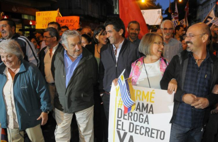 José Mujica y Raúl Sendic marcharon por Montevideo en apoyo a Venezuela